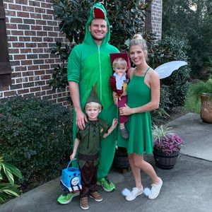 Family Peter Pan Halloween costumes